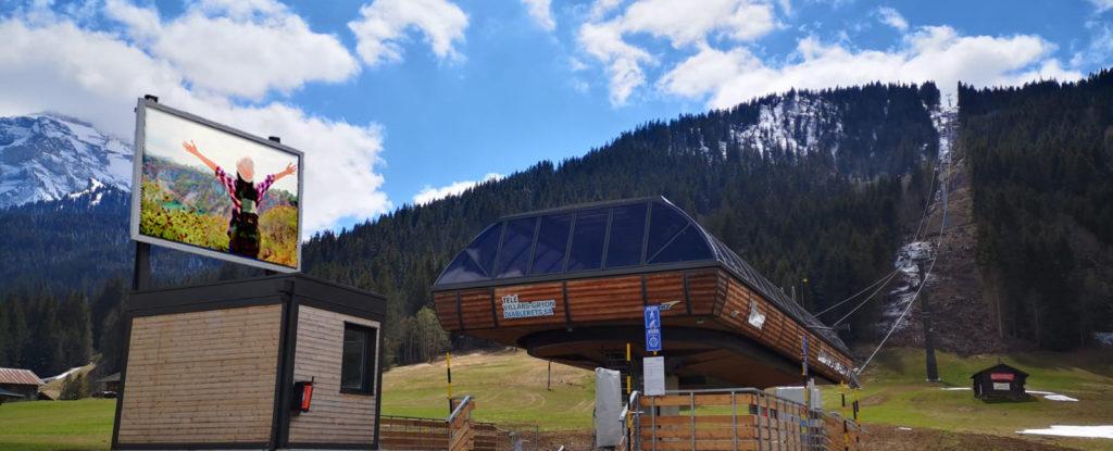 écran extérieur station ski